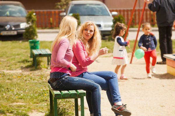Мамы на детской площадке