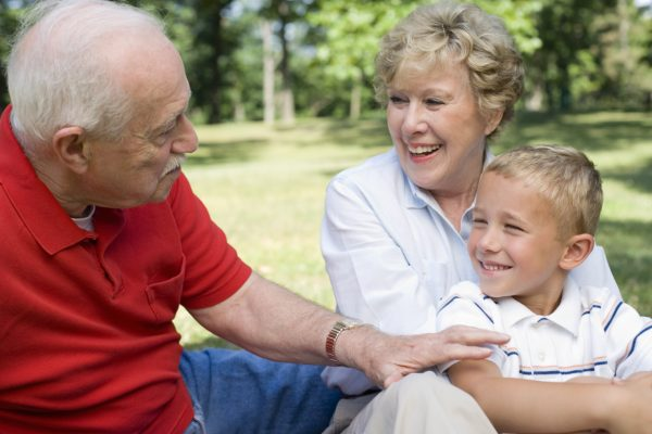 Внук с бабушкой и дедушкой