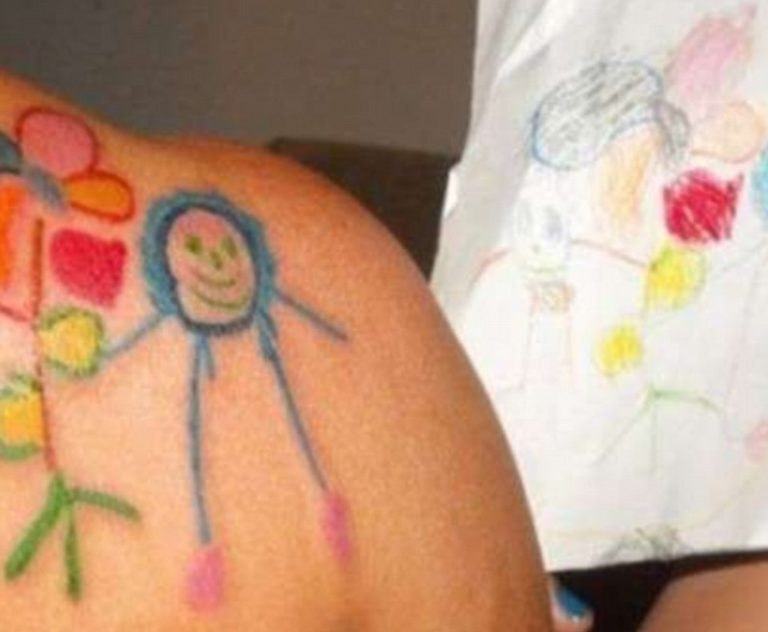Новое странное западное увлечение: родители набивают тату с рисунками своих детей