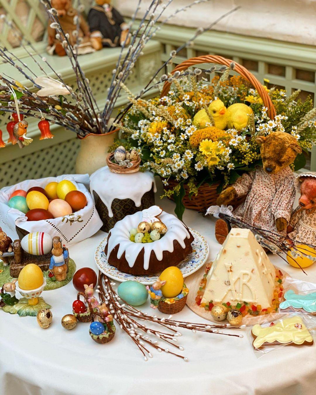 Домашние фото и видео от отечественных звезд о праздновании Пасхи на самоизоляции и поздравление Президента