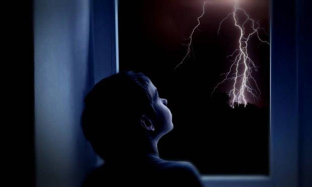 Что делать, если ребенок панически боится грозы и грома