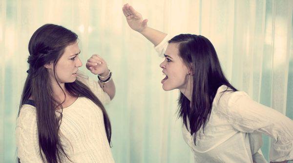 Токсичный друг: 10 признаков и как спасти психику ребенка от негативного влияния