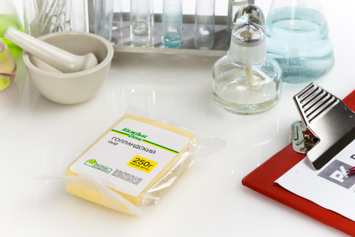 Какой голландский сыр попал в Черный список Росконтроля и за что