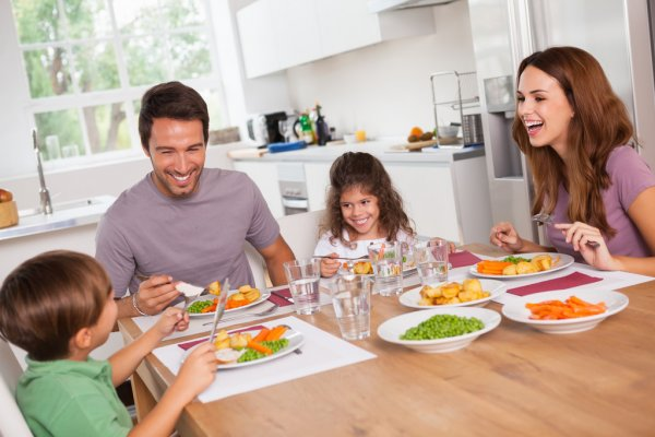 Почему так важны семейные обеды и для родителей, и для детей