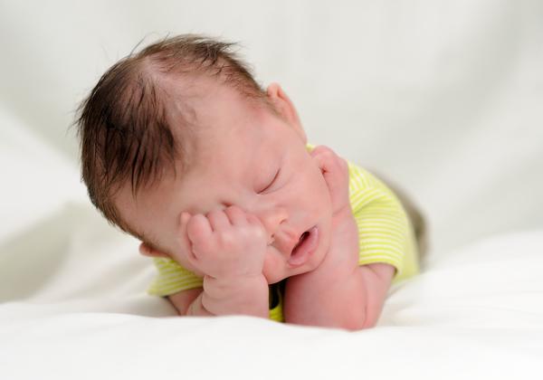 8 знаков тела грудничка, которые послужат подсказкой маме