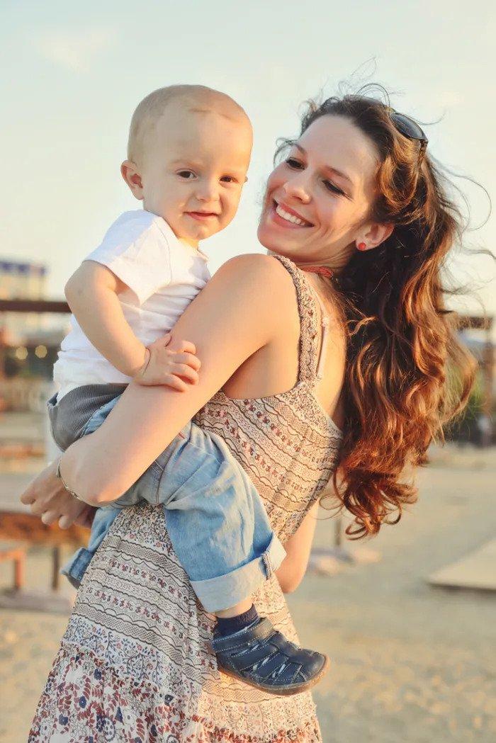 Как вы держите ребенка, многое расскажет о вашем характере