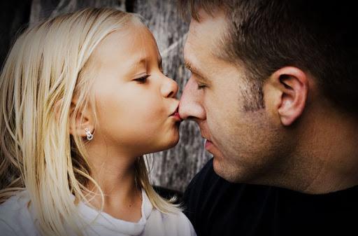Дочь любит отца
