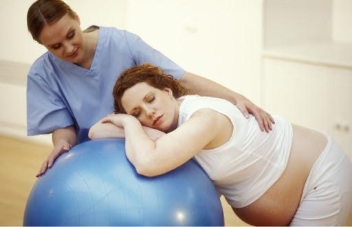 Заветная сороковая неделя беременности уже позади, а роды не наступили - все ли в порядке?