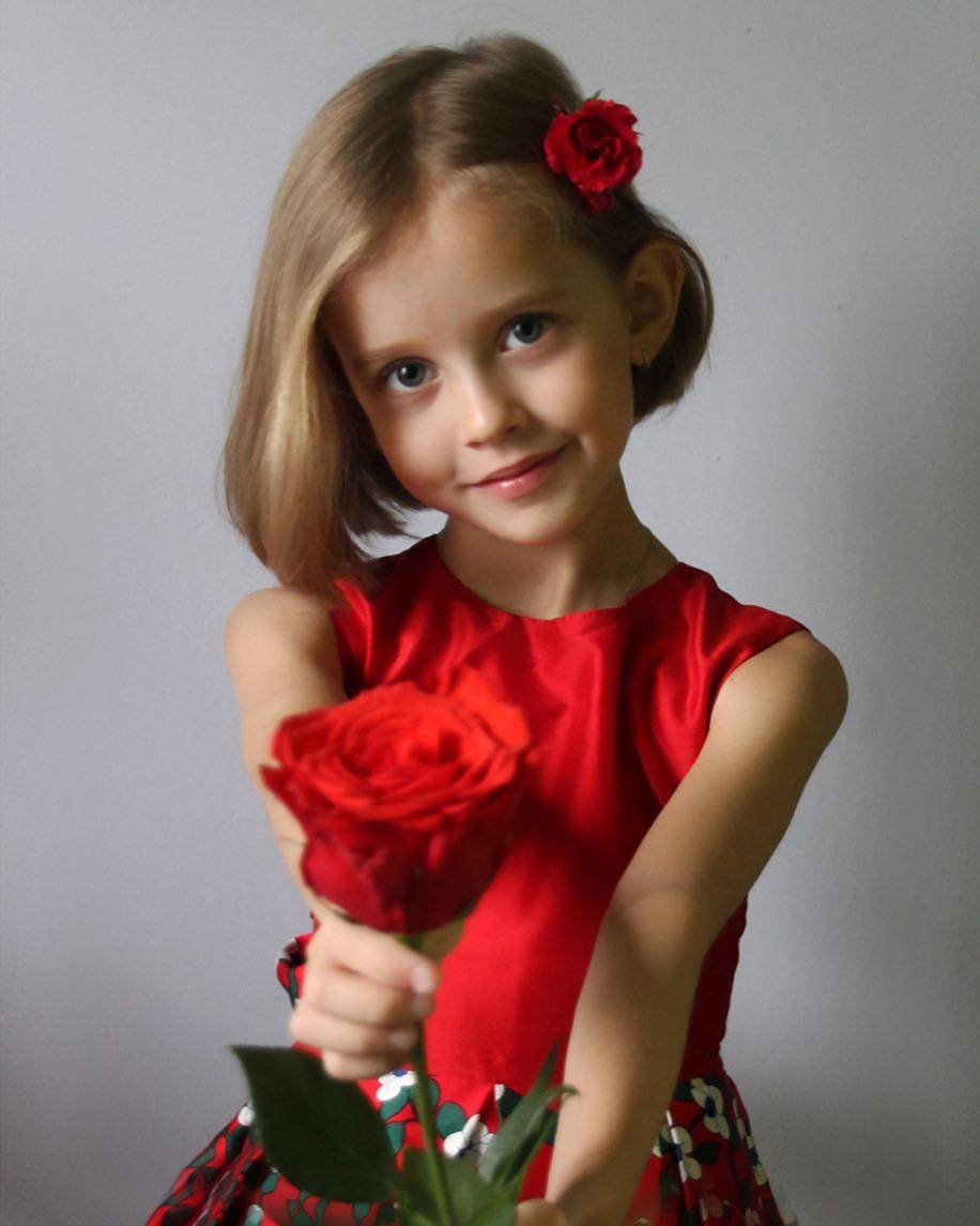 Эта девочка к 10-ти годам уже сыграла 70 ролей в кино. Что вы знаете про Виту Корниенко