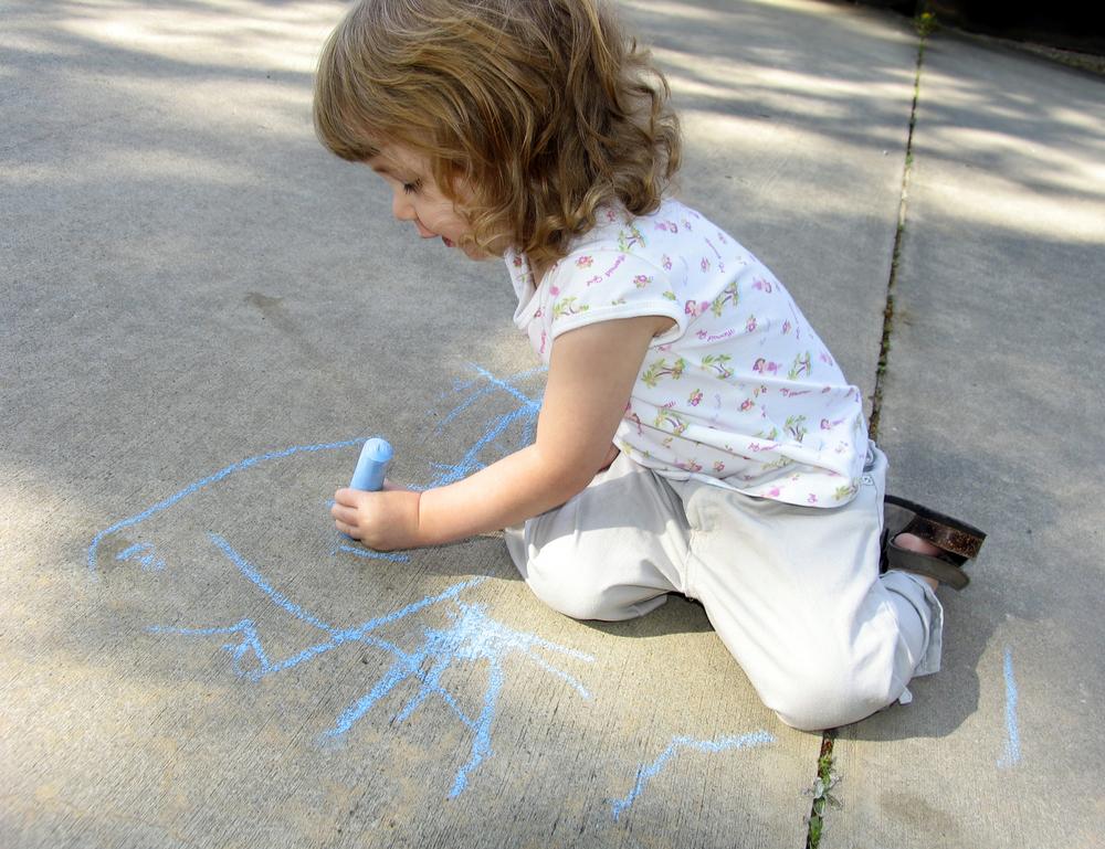 Ваш ребенок левша: надо ли переучивать и как облегчить малышу жизнь