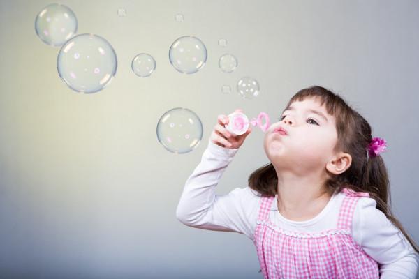 Когда малыш только учится говорить и заикается - что надо предпринять родителям