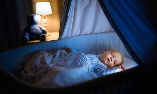 10 вещей, которые категорически нельзя делать с новорожденными
