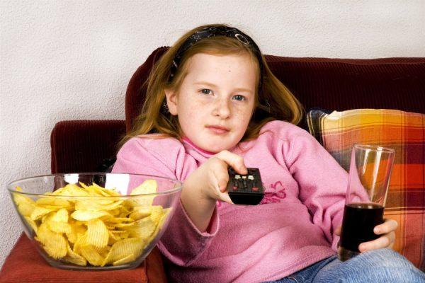 Почему большинство девочек-подростков резко набирают вес и как помочь пережить этот сложный период