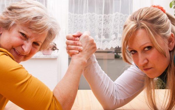 Виды бабушек и как с ними уживаться молодым родителям