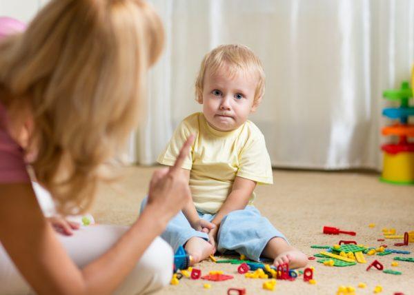 Почему дети отталкивают родителей и что с этим делать