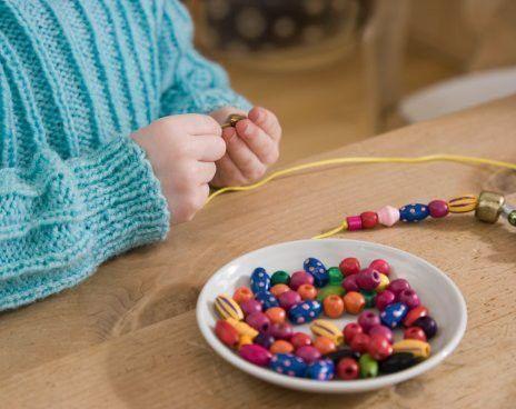 Мелкий предмет в дыхательных путях ребенка: как распознать и что предпринять