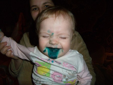 Когда кто-то плохо закрутил пузырек с зеленкой - вот что получилось