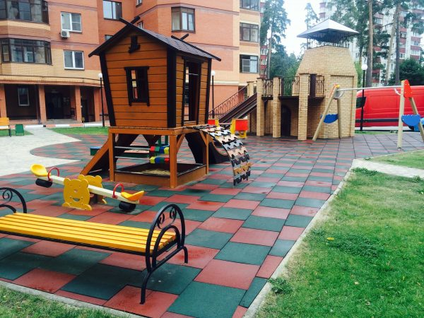 Площадка с резиновым покрытием