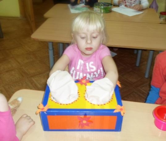 Две игры для малышей на развитие тактильных ощущений и восприятия