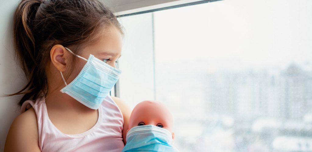 Как проявляется коронавирус у детей и что надо знать родителям