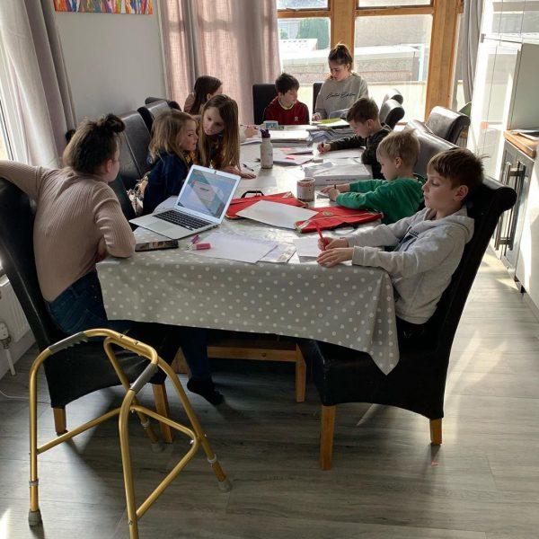 Как живет семья, в которой 22 родных детей