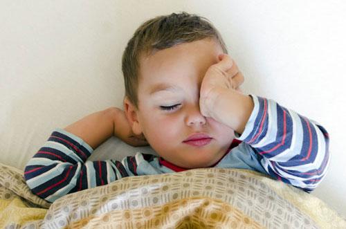 Как правильно будить ребенка в детский сад и школу