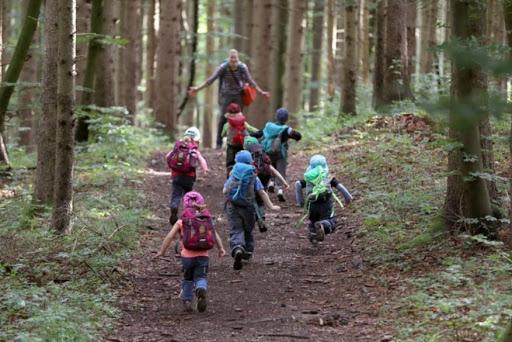 Дети на прогулке