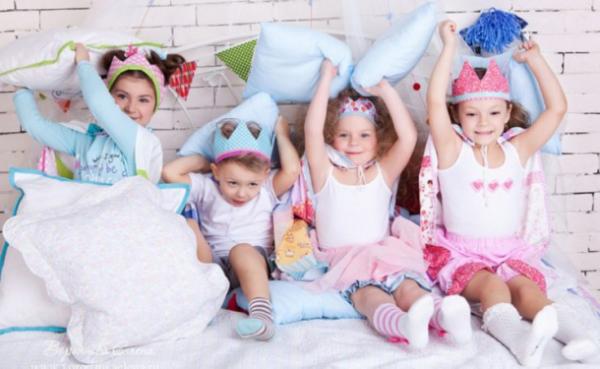С какого возраста и при каких условиях своему ребенку можно разрешать ночевки у друзей