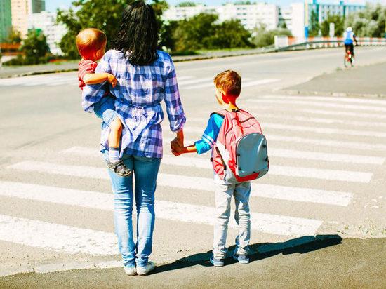Как научить ребенка переходить дорогу