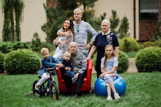 Семья Светлакова с родителями