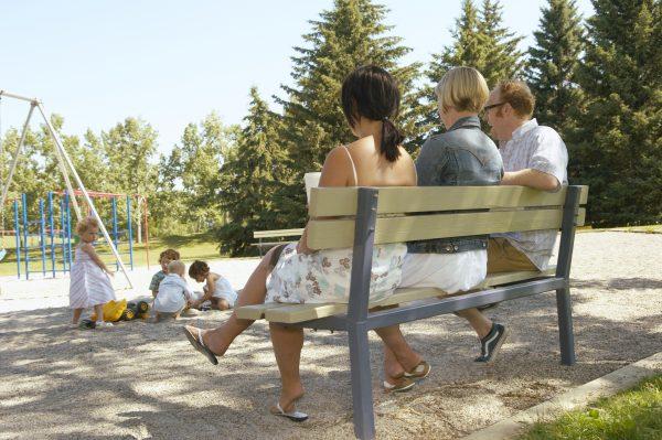 Родители на детской площадке