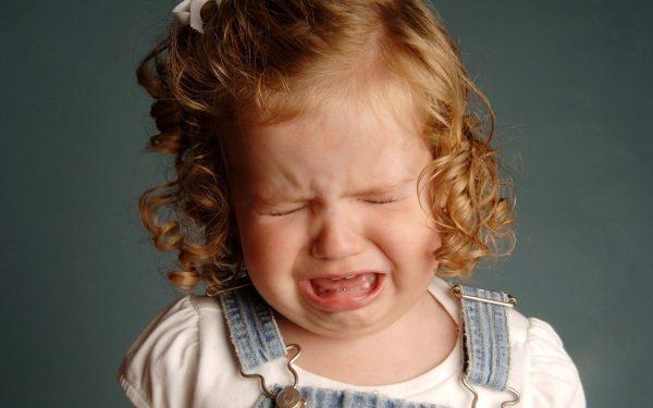 Маленькая девочка расстроена
