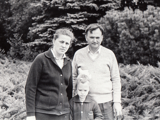 Ирина Полякова с отцом и матерью
