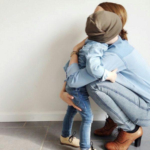 Мать с сыном в обнимку
