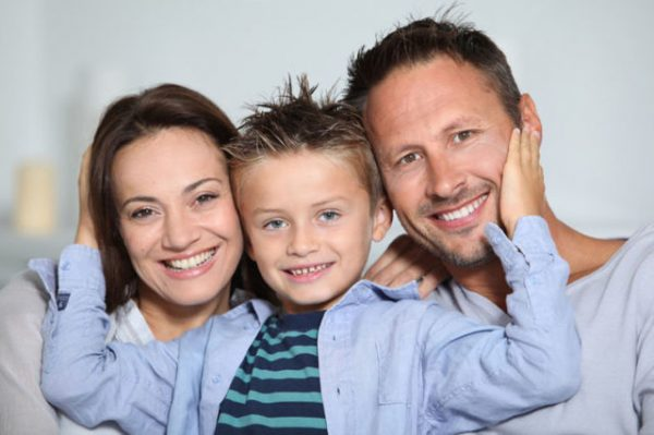Голубоглазый сын кареглазых родителей