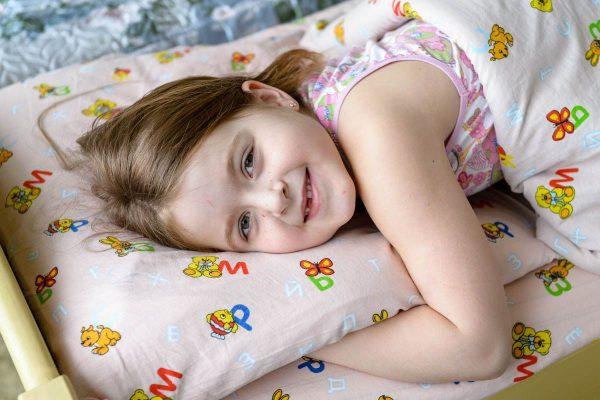 Девочка готовится ко сну
