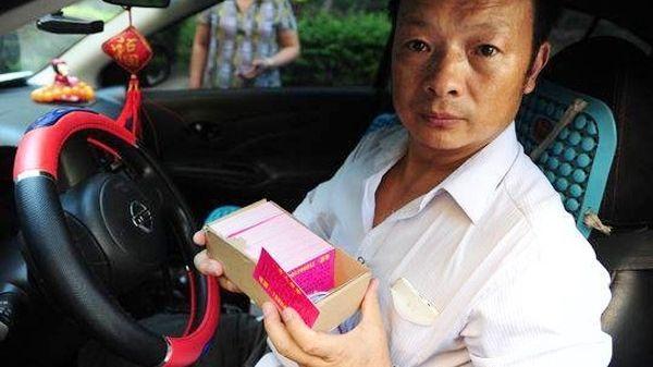 Отец работает таксистом в надежде найти пропавшую дочь