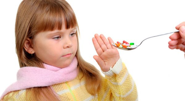 Девочка не хочет пить таблетки