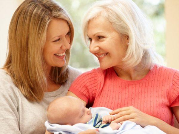 Мама и бабушка с малышом