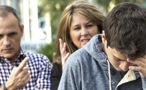Асоциальное поведение подростков: как должны реагировать взрослые
