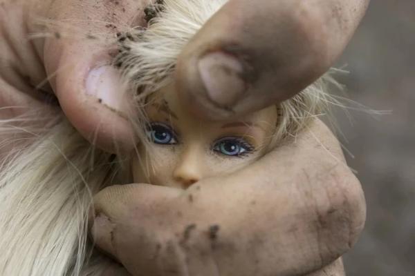 Грязная кукла