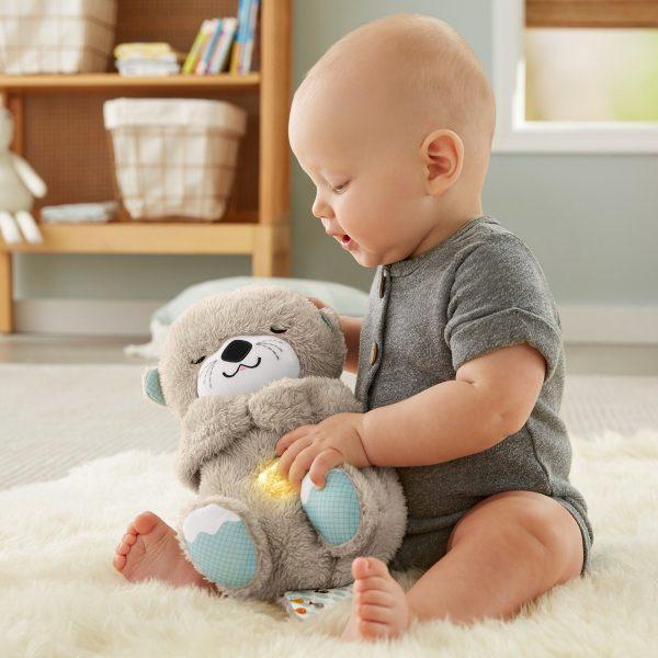 ребенок ищет игрушку