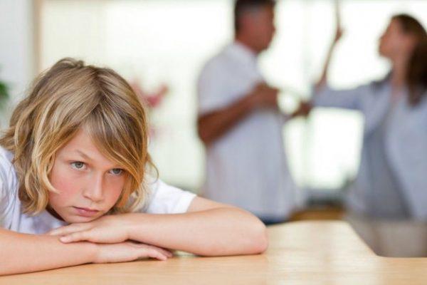 Родители ругаются при ребёнке