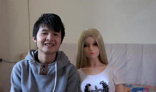 китаец и кукла