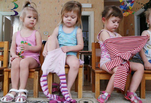 Дети сами одеваются