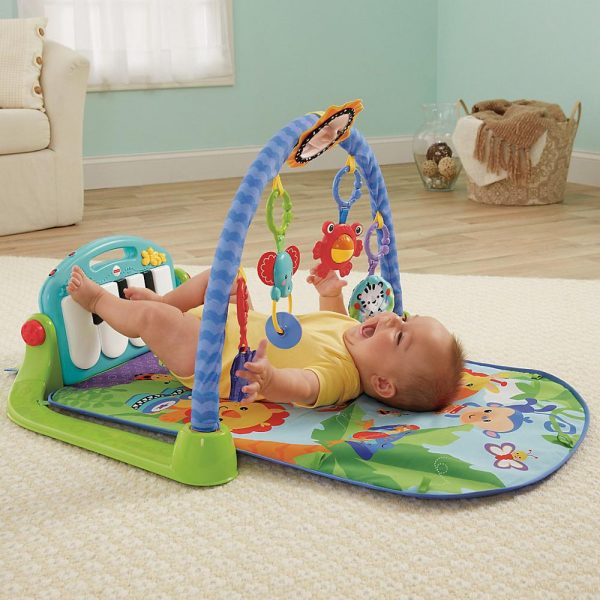 малыш на игровом коврике