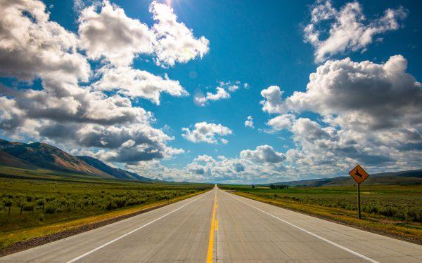 небо и дорога