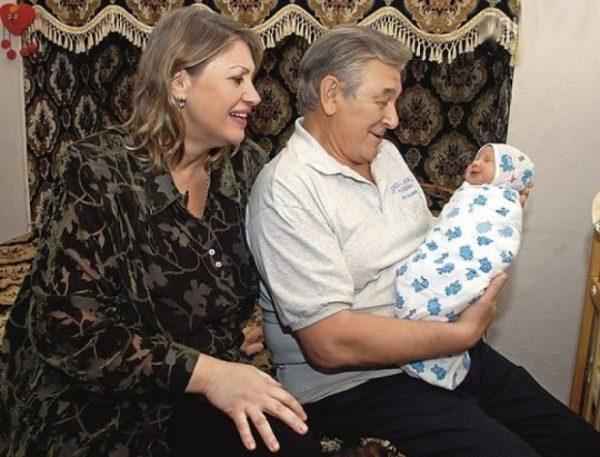 Людмила Белявская с мужем и ребенком