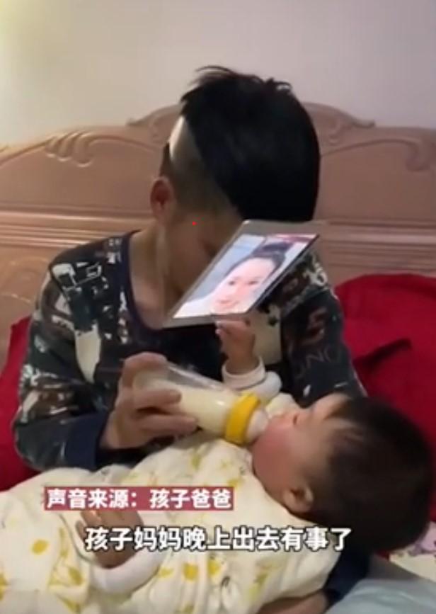 Папа нашел способ покормить ребенка