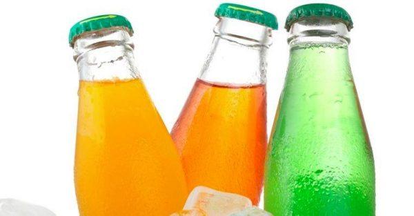 Бутылки со сладкой газировкой